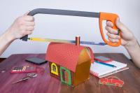 La taxe d'habitation afférente à un bien indivis incombe à tous les indivisaires, même en cas d'occupation privative par l'un d'eux