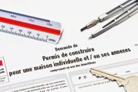 Défaut d'affichage du permis de construire et conséquence sur la recevabilité du recours à son encontre